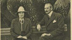 Med Kong Christian X på ferie i Cannes  Med Hans majestæts Kongens tilladelse aflægger BILLED-BLADETs medarbejdere i 1939 et besøg i Cannes, hvor kong Christian X og dronning Alexandrine holder efterårsferie.
