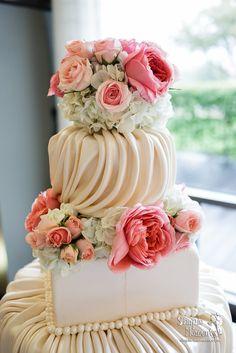 This @Mandy Bryant Bryant Bryant Dewey Seasons Resort and Club Dallas at Las Colinas cake was draped to perfection.