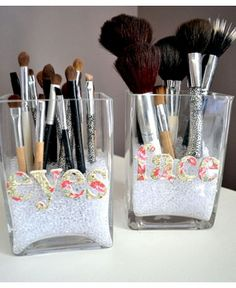 Brush Storage  If you want your makeup brushes to stand up straight, fill the bottom of a small vase, tumbler or jar with glitter, sand, marbles or coffee beans. You can also whack on a few labels on the front of the glass vessel to differentiate between the different types of tools. Because your tools accumulate powder and gunk, it's best to store them with the bristles up.