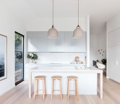 The Truth About Affordable Bar Stools with Minimalist Design for Kitchen Decoration - homevignette Farmhouse Style Kitchen, New Kitchen, Kitchen Dining, Kitchen Decor, Nordic Interior, Kitchen Interior, Scandinavian Kitchen, Scandinavian Design, Kitchen Pendants