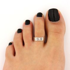 toe ring sterling silver toe ring yin yang design adjustable toe ring... (105 ARS) ❤ liked on Polyvore featuring jewelry, rings, adjustable rings, toe rings, knuckle rings, sterling silver adjustable ring and sterling silver jewellery