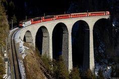 Este viaduto ferroviário tem 130 mts de comprimento e 64 mts de altura; faz uma curva com 100 mts de raio depois da saída de um túnel de 219 mts.