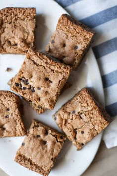 These olive oil blondies are irresistibly chewy in the middle and crunchy around the edges. No one will guess that they're gluten free, grain free, dairy free, and paleo friendly! Here they are: quintessential and perfect blondies (olive oil blondies, no less!), which happen to be free of gluten, grains, and dairy. I don't mean …