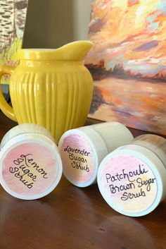Make your own sugar scrubs! Inspired by Simple Pure Beauty, come and see the scents I made. Lavender Sugar Scrub, Brown Sugar Scrub, Diy Crafts For Gifts, Homemade Crafts, Lemon Essential Oils, Essential Oil Blends, Diy Lip Gloss, Sugar Scrubs, Homemade Beauty