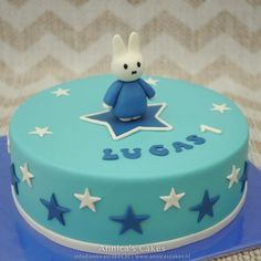 Nijntje taart Miffy Cake, Birthday Parties, Birthday Cake, My Melody, Sanrio, Party Themes, Sweet, Desserts, Diy