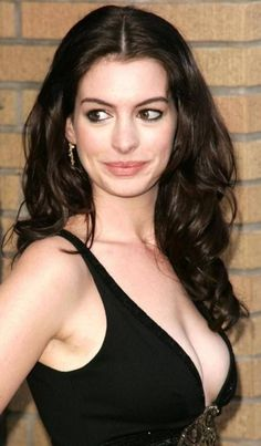 The beautiful Anne Hathaway is someone I'd love to meet and train for her films or just in general. Would love to get her into even better shape for next Batman flick! Anne Hathaway Fotos, Anne Jacqueline Hathaway, Beautiful Celebrities, Beautiful Women, Anne Hattaway, Sublime Creature, Meryl Streep, Look At You, Famous Women
