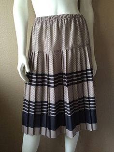 Vintage Apparel Women's 70's Skirt Pleated by Freshandswanky