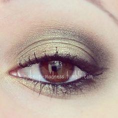 i love doing green smoky eyes :)
