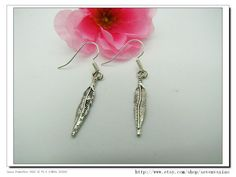 Cute Vintage antique  silver and Feather pendants  by sevenvsxiao, $2.59