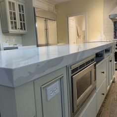 "Best 2 5"" Thick Mitered Built Up Edge With Quartz Countertops 640 x 480"