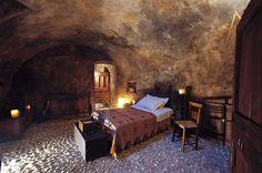 Средневековый отель в итальянских горах