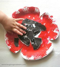 11 simple Poppy Crafts for Kids - Laughing Kids Learn Paper plate poppy craft for kids to make for veterans or remembrance day Poppy Craft For Kids, Crafts For Kids To Make, Art For Kids, Kids Crafts, Kids Fun, Easter Crafts, Daycare Crafts, Toddler Crafts, Preschool Crafts