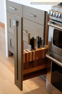 It's not how many drawers you have in your kitchen; it's how they work for  you  By Janet Dunn / Courtesy of Houzz.com  Have your kitchen-drawer contents turned into alarming tangles of plastic  and metal, cunningly hiding whatever you are hunting for? Are your knives  nicked and blunt from being thrown into the fray? Coffee cups chipped?  Can't find the cinnamon or the lid of your favorite pan? All hardworking  kitchens descend into disarray occasionally, but if chaos is your daily…