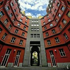 Quartier Schützenstrasse, em Berlim, na Alemanha. Projeto do arquiteto Aldo Rossi. #architecture #arts #arquitetura #arte #decor #design #decoração #projetocompartilhar #shareproject