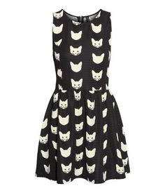 Dress by H&M. Worn with a little cardigan it has a positive 50s vibe to it. Of course I bought it :p