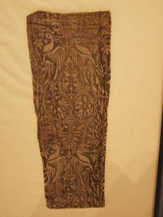 14th c., Germany. Extant fragment. Linen. Musée national du Moyen Âge (Cluny), Paris, France. Photo by Clare de Crecy/Tracy Justus.  http://s10.photobucket.com/user/ClaredeCrecy/media/Medieval%20Textiles/Cl3056.jpg.html?sort=3&o=2