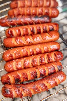 Marinated Grilled Hot Dogs Recipe Marinated Grilled Hot Dogs – the BEST hot dogs we've ever eaten! Cut slits in… Hot Dog Recipes, Beef Recipes, Cooking Recipes, Healthy Recipes, Cookout Menu, Grilled Bbq Chicken, Grilled Food, Bratwurst Recipes, Bar A Vin