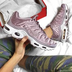 Sneakers women - Nike Air Max plus (©nicollettebohm)