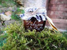 Ručne gravírovaný pohárik s jahodovým džemom od slovenského výrobcu. Vygravírovaný je nápis ďakujeme s dvomi srdiečkami. Môžem pridať malú kartičku na zavesenie s menami a dátumom svadby. J... Glass Engraving, Garden Sculpture, Harry Potter, Outdoor Decor, Handmade, Love, Hand Made, Handarbeit