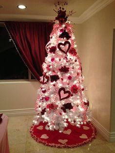 Cute Valentinesday Tree Using A White Christmas Tree