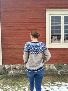 Ravelry: Project Gallery for Riddari pattern by Védís Jónsdóttir for Ístex Sweater Fashion, Men Sweater, Icelandic Sweaters, Sweater Design, Ravelry, Knitting Patterns, Knit Crochet, Pullover, Fashion Outfits