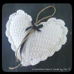 Appliques Au Crochet, Crochet Motif, Diy Crochet, Crochet Crafts, Crochet Stitches, Crochet Projects, Crochet Christmas Ornaments, Christmas Crochet Patterns, Crochet Feather
