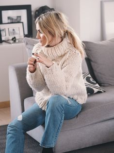 Chunky Sweater Outfit, Cropped Knit Sweater, Mohair Sweater, Sweater Outfits, Thick Sweaters, Girls Sweaters, Wool Sweaters, Casual Skirt Outfits, Knitwear Fashion