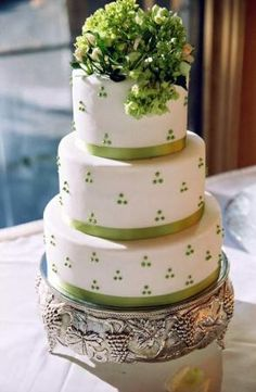 I love how classy and simple this cake looks!