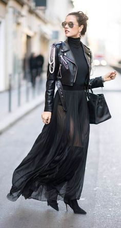 All Black Outfits to Copy - FROM LUXE WITH LOVE - - All black outfit / Street style fashion / fashion week Source by fromluxewithlove Boho Outfits, Grunge Outfits, Fashion Outfits, Fashion Fashion, Dress Fashion, Rock Chic Outfits, Street Fashion, Jackets Fashion, Latex Fashion