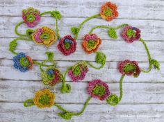 Häkelblütengirlande / Crochet flower garland