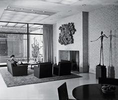 PHILIP JOHNSON, Rockefeller Guest House, New York 1950. Man Pointing bronze sculpture by Alberto Giacometti, 1947 (nowadays part of MoMA's permanent collection). / NY Times