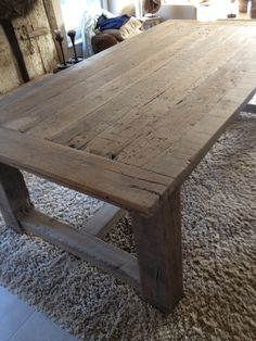 Robuust verweerd eiken tafel Wonen de Spieghelhoeck Old Tables, Wooden Dining Tables, Rustic Table, Farmhouse Table, Small Square Dining Table, Kitchen Prep Table, Diner Table, Diy Pallet Furniture, Furniture Styles