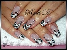 Black & white flowers - Nail Art Gallery by NAILS Magazine