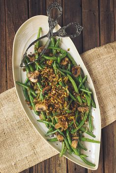 Sautéed Green Beans with Mushrooms and Crispy Caramelized Leeks // Tasty Yummies