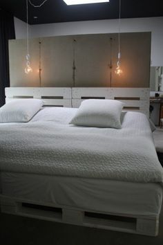 transcendence designs of home furniture then these DIY pallet bed frame ideas with headboard will really provide the creative width to your vision and thinking. Pallet Bedframe, Wood Pallet Beds, Diy Pallet Bed, Wood Pallets, Pallet Ideas, Painted Pallets, Pallet Headboards, Pallet Seating, Pallet Furniture Designs