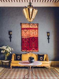 12 Inspiring Ways To Creatively Display Your Textile Collection – Lamour Artisans Hanging Blankets On Wall, Blanket On Wall, Hanging Curtains, Textile Market, Carpet Sale, Ikea Frames, Silk Art, Eclectic Decor, House Colors