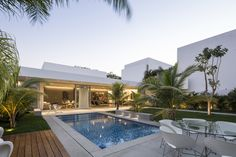 Prächtiges Haus Entworfen durch Augusto Quijano Arquitectos in Yucatan, Mexiko Luxury Homes Interior, Interior And Exterior, Exterior Design, Contemporary Outdoor Chairs, Contemporary Homes, Modern Pools, Courtyard House, Story House, Pool Designs
