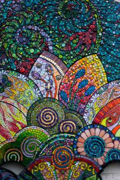 "55 artists make a mural for ""Sky Gallery"" - Charlotte / USA.  Edited by Lyn Schorr and Pam Goode (american mosaic artists) 55 artists (through the United States, Canada, France, Germany, Turkey and Australia) were selected and asked to create a collective mural for the ""Sky Gallery"" in the USA."