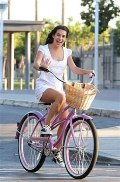 Lea Michele looks like the living embodiment of glee on a bright pink #bike #cycling #celebrities #cyclingcelebrities
