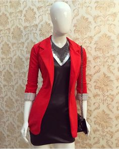 blazer and tshirt outfit Blazer Outfits Casual, Blazer Fashion, Outfits Otoño, How To Wear Blazers, Suits For Women, Clothes For Women, Look Blazer, Colored Blazer, Dress To Impress
