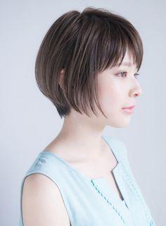 しかし最近では、前髪のないスタイルやアシンメトリーなスタイルもショートボブとして認識されています。