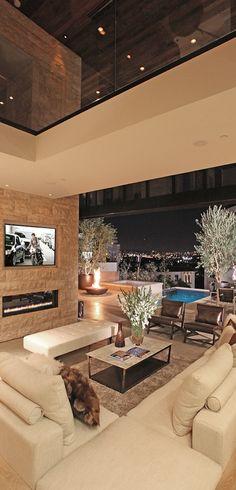 A millionaire's mansion's living room!  Aline ♥