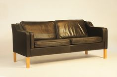 BLACK LEATHER STOUBY SOFA