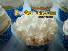 Buttercream Cake, Frosting, Icing, Brownies Kukus, Cream Butter, Simple Syrup, Cake Cookies, Cake Recipes, Cake Decorating