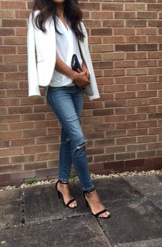 Classic smart casual White blazer with ripped jeans and sandals #wimbledon outfit