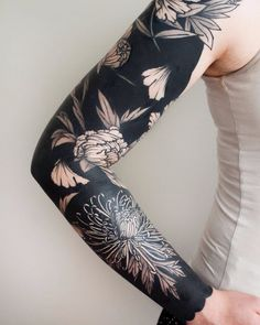 nice Body - Tattoo's - 50 Cool Chrysanthemum Tattoo Designs - Great Way to Pass Your Message Across Che. Fake Tattoos, Black Tattoos, Body Art Tattoos, New Tattoos, Tattoos For Guys, Tattoo Ink, Bicep Tattoo, Tatoos, Zodiac Tattoos