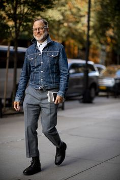 New york fashion week the strongest street style british gq. New York Fashion, Old Man Fashion, Grey Fashion, Fashion Week, Denim Fashion, Look Fashion, Fashion Shirts, Fashion Blogs, Fashion Outfits