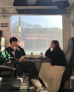 New training travel couple 29 ideas Korean Girl Ulzzang, Couple Ulzzang, Photo Couple, Couple Shoot, Korean Couple Photoshoot, Girl Couple, Cute Couples Goals, Couple Goals, Couple Photography
