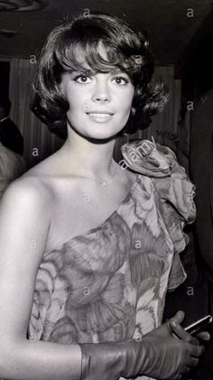 "Natalie Wood"" Movie premiere (1961) Love her hair in this photo ...."