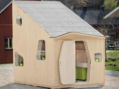Next year at Lund University in Småland, Sweden, 22 students will get their own 10 sq meter micro-houses. The project, whose prototype is currently on display at Virserum Art Museum, was designed by Tengbom Architects in collaboration with wood. Cabinet D Architecture, Eco Architecture, Style At Home, Cottage Design, House Design, Design Room, Microhouse, Small Wooden House, Wooden Houses